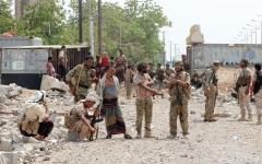 الصورة: اتفاق على الالتزام بوقف إطلاق النار في جبهات ومديريات الحديدة