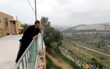 الصورة: بالصور.. «كأننا في سجن» هكذا وصفت أسرة فلسطينة وضعها بالضفة الغربية بسبب الجدار