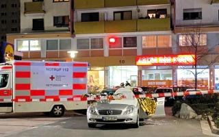 الصورة: 9 قتلى بعمليتَيْ إطلاق نار في ألمانيا.. وميركل تدين «سمَّ» العنصرية
