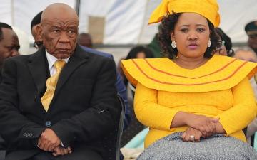 الصورة: رئيس وزراء ليسوتو يغادر البلاد قبل اتهامه رسميا بقتل زوجته السابقة