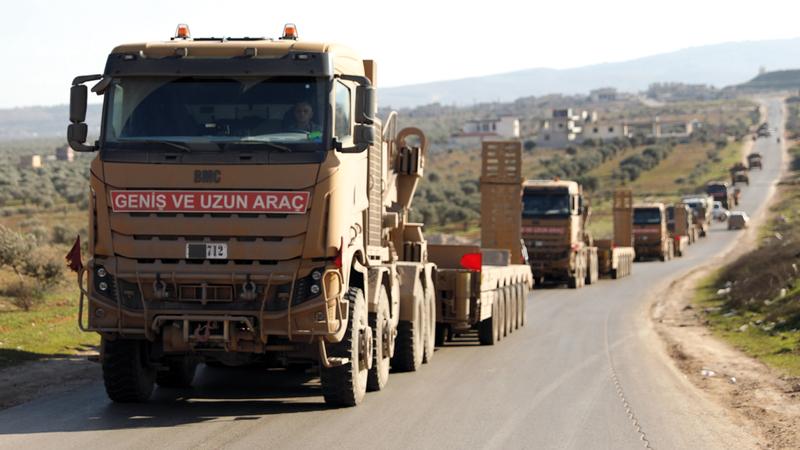 قافلة من العربات العسكرية التركية التي دخلت ادلب استعدادا لعملية عسكرية. إي.بي.إيه
