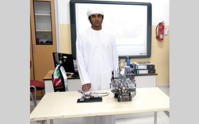 الصورة: طالب يبتكر جهازاً ذكياً يسقي  الإبل آلياً