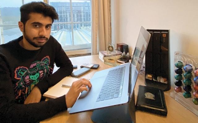 الصورة: شبابنا في الخارج.. «عبدالله» يتطلع إلى تصميم جهاز يحلّل الكلام البشري