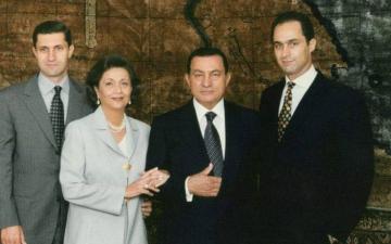 """الصورة: عائلة مبارك """"صفر قضايا"""" لأول مرة منذ 9 سنوات"""
