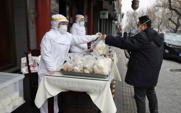 """الصورة: بعد 2600 وفاة بـ""""كورونا"""".. الصين تحظر أكل الحيوانات البرية"""