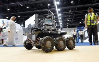الصورة: روبوتات جوية وأرضية تتنافس في بناء جدران عازلة خلال الكوارث