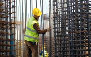 الصورة: «تقدير» تتوسع لتشمل عمال المصانع والمناطق الحرة في دبي