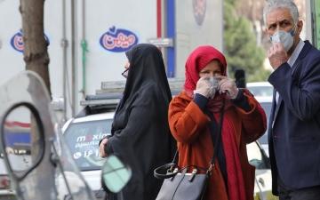 الصورة: إيران تدعو مواطنيها إلى البقاء في منازلهم بعد وفاة 16 بفيروس كورونا