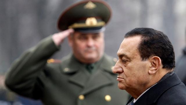 بالفيديو.. الجيش المصري يشيد بدور حسني مبارك في  حرب أكتوبر  - سياسة - أخبار - الإمارات اليوم