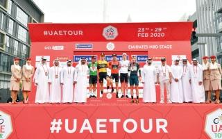 الصورة: منصور بن محمد يتوّج الهولندي ديلان بلقب المرحلة الرابعة لطواف الإمارات
