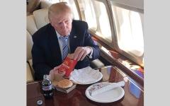 الصورة: ترامب يحب «البيرغر والبيتزا والآيس كريم».. ولا يكترث لنصـائح طبيبه الخاص