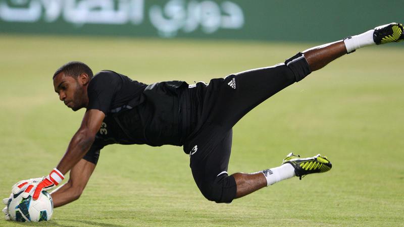 خالد عيسى ذاد عن مرمى العين في 152 مباراة من أصل 169 بدوري الخليج العربي.                       ■ تصوير: إريك أرازاس