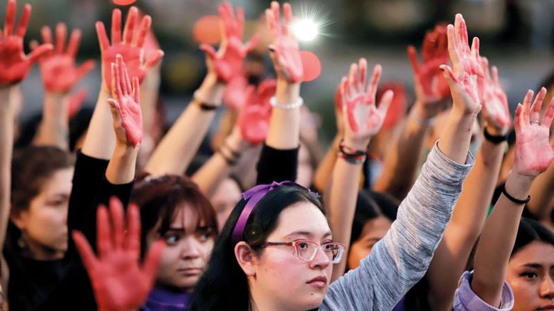 نساء يتظاهرن ضد العنف في المكسيك. من المصدر
