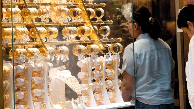 سعر غرام الذهب من عيار 24 قيراطاً بلغ 199.25 درهماً. ■أرشيفية