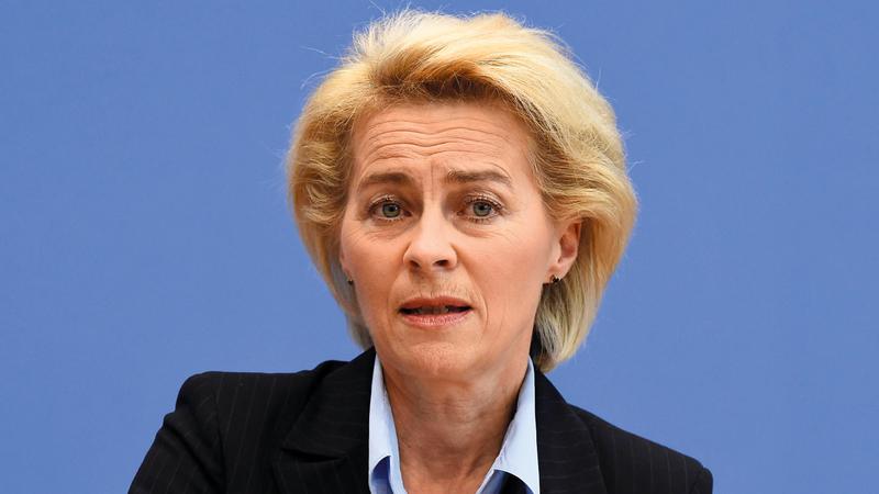 أعلنت أورسولا فون دير ليين عن تضامنها مع حكومة أثينا.  أ.ف.ب