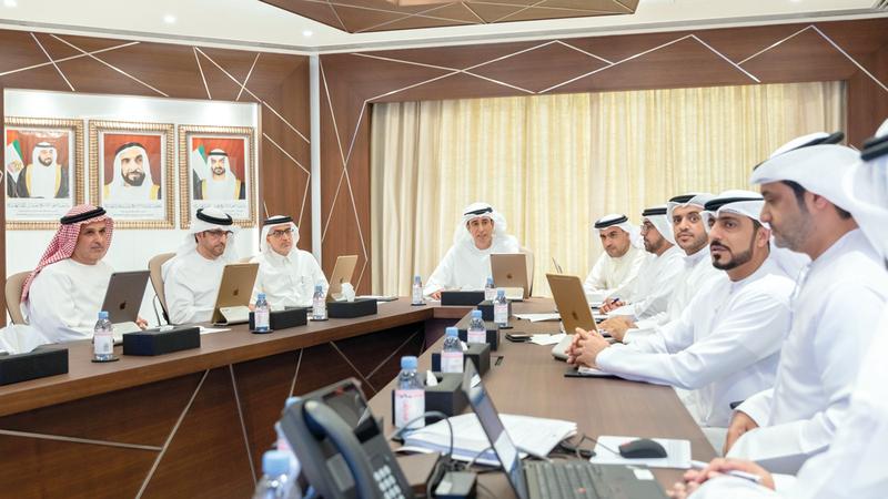 لجنة متابعة تنفيذ مبادرات صاحب السمو رئيس الدولة خلال اجتماعها أمس. ■وام