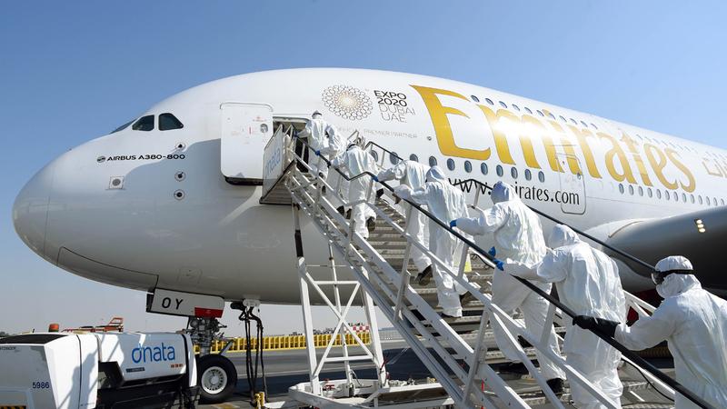 «طيران الإمارات» تُخضع جميع طائراتها التي تغادر دبي لإجراءات احترازية. ■ من المصدر