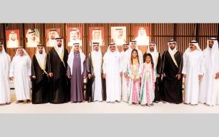 الصورة: حمدان بن راشد ونهيان بن مبارك والشيوخ يحضرون أفراح الفلاسي والمهيري