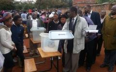الصورة: الأنظمة الديمقراطية في إفريقيا تلجأ إلى المحاكم لإلغاء الانتخابات
