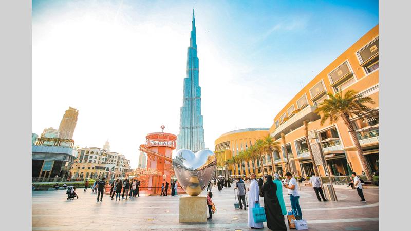 ممثلو قطاع التجزئة خلال اجتماعهم مع مسؤولي «دبي للسياحة» واقتصادية دبي. من المصدر