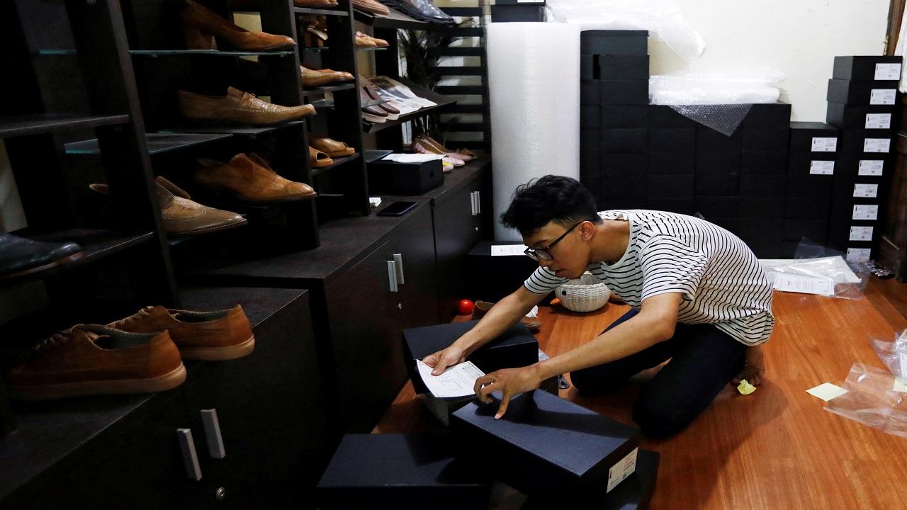 رمضاني: زبائني سعداء بالأحذية المريحة. رويترز