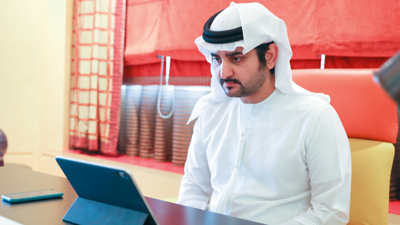مكتوم بن محمد خلال مشاركته في اجتماع «تنفيذي دبي». وام