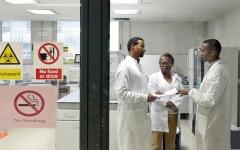 الصورة: إفريقيا المسلحة بخبرتها في التعامل مع «إيبولا» تستعد لمواجهة «كورونا»