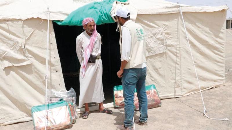 المساعدات شملت 50 خيمة و200 بطانية استفادت منها 50 أسرة نازحة.  واس