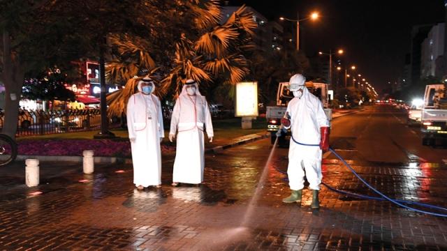 حملة لتعقيم وتطهير طرق وشوارع دبي - محليات - أخرى - الإمارات اليوم