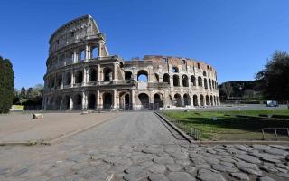 """الصورة: إيطاليا تشدّد القيود بعد تسجيل عدد قياسي من الإصابات بـ """"كوفيد-"""""""