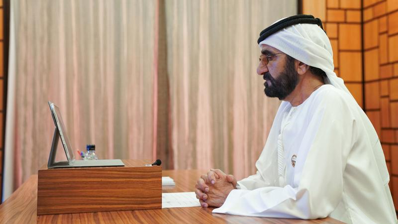 محمد بن راشد خلال ترؤسه جلسة مجلس الوزراء عن بعد. وام