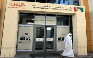 الصورة: اقتصادية دبي تقرّر إعادة فتح محال البصريات