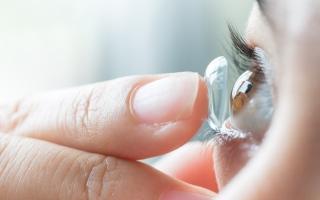 الصورة: العدسات اللاصقة أم النظارات.. أيهما يحمي أكثر من عدوى كورونا؟