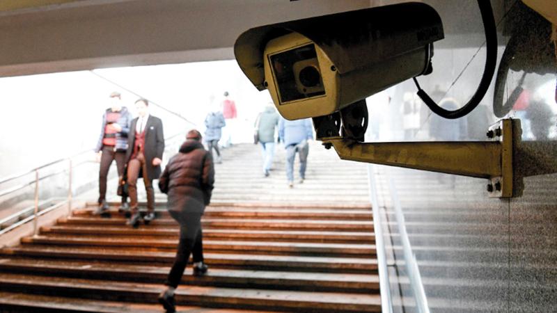 كاميرا مراقبة في ممر تحت الأرض بموسكو.  أ.ف.ب