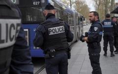 الصورة: في باريس.. الخدمة المجتمعية في المستشفيات عقوبة المخالفين للحجر المنزلي