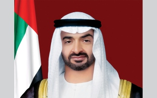 """محمد بن زايد يوجه دائرة الصحة في أبوظبي بإنشاء مراكز مسح """"من المركبة"""" في عجمان وأم القيوين"""