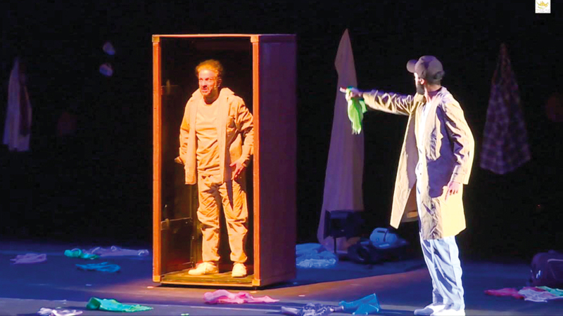 «دبي للثقافة» تسعى للارتقاء بالمشهد المسرحي ببرامج عديدة. أرشيفية