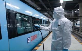 """الصورة: """"مترو دبي"""" يعود للخدمة النهارية وتغيير في مواعيد """" الحافلات عبر المدن"""""""