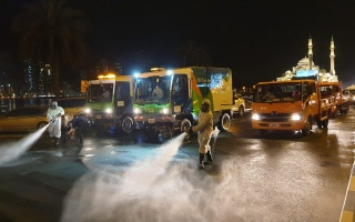 الصورة: 300 آلية استخدمتها الشارقة لتعقيم مختلف المناطق والشوارع في اليوم الثالث 