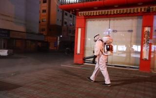 """الصورة: """"خدمات رأس الخيمة"""" تعقّم 5 مناطق في الإمارة ضمن برنامج التعقيم الوطني"""