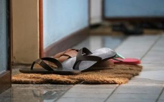 الصورة: تأمين المنزل من فيروس كورونا.. يبدأ من على الباب