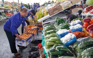 الصورة: مستهلكون: ارتفاعات كبيرة في أسعار الخضراوات والفواكه