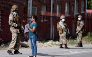 """الصورة: جنوب أفريقيا تسجل ثاني حالة وفاة بـ """"كورونا"""" وارتفاع عدد المصابين إلى 1280"""