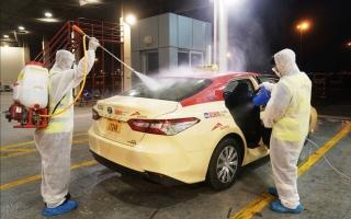 """الصورة: طرق دبي تقلص عدد مركبات الأجرة خلال """"التعقيم الوطني"""" وتقصر طلبها على """" كريم وأوبر"""""""