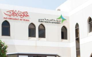 """""""صحة دبي"""": متطوعون يجرون 3000 اتصالاً يومياً لمتابعة الخاضعين للحجر المنزلي"""