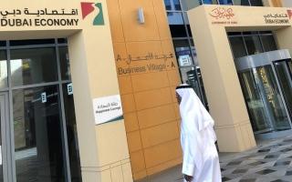 الصورة: تغريم 3 صيدليات في دبي بالغت بأسعار الكمامات والمعقمات