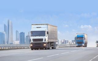 الصورة: إلغاء ساعات الذروة للمركبات الثقيلة بإمارة أبوظبي
