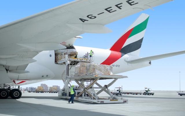 الصورة: «الإمارات للشحن الجوي» تربط العالم وتواصل نقل الإمدادات الطبية والمواد الغذائية