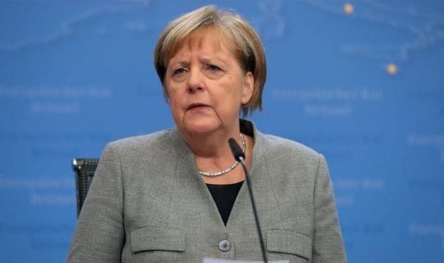 """""""ميركل تفزع عندما ذكرها نواب إيطاليون بـ""""ديون هتلر"""