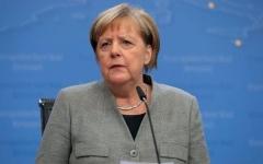 """الصورة: """"ميركل تفزع عندما ذكّرها نواب إيطاليون بـ""""ديون هتلر"""
